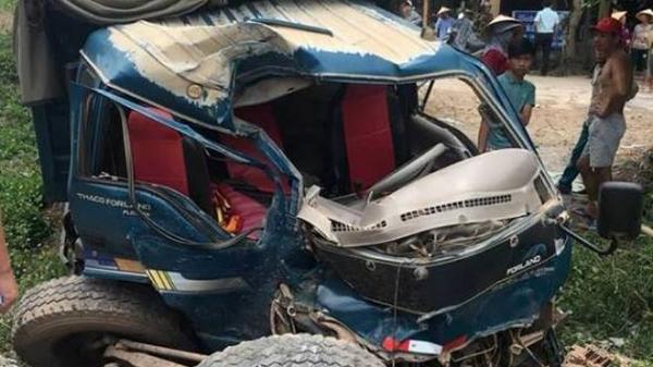 Quảng Bình: Ô tô đâm tàu hỏa, 2 người nguy kịch