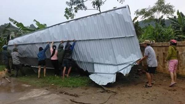 Quảng Bình: Lốc xoáy khiến hàng trăm ngôi nhà bị tốc mái; hàng chục héc ta lúa, hoa màu đổ gãy