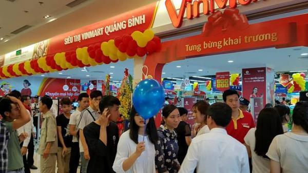 Cơn lốc quà tặng dịp khai trương VinMart đầu tiên tại Quảng Bình