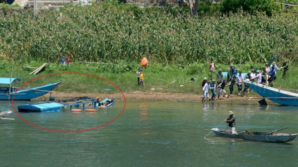9X cùng U50 lao ra giữa sông cứu 12 du khách bị lật thuyền ở Phong Nha