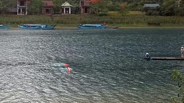 Tặng bằng khen cho 4 người dũng cảm cứu khách du lịch bị lật thuyền ở Phong Nha