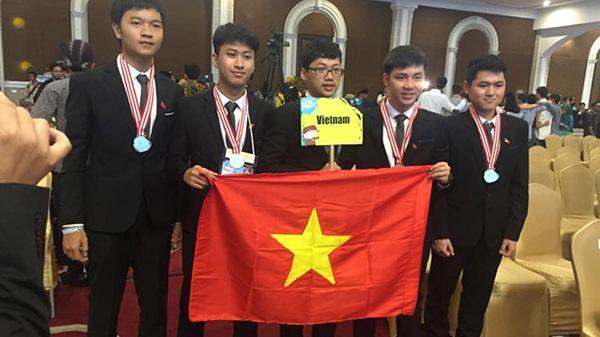 9X đoạt huy chương vàng Olympic Vật lý thích chơi tennis và piano