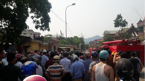 Chủ tịch huyện hủy họp, ra hiện trường chỉ đạo chữa cháy chợ Đồng Lê