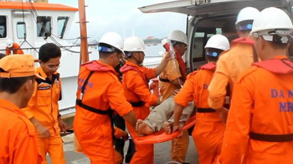 Cứu thuyền viên Quảng Bình gặp nạn khi đánh bắt cá trên ngư trường Hoàng Sa