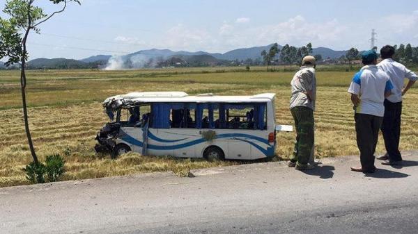 Xe chở cán bộ đi tham quan bị nạn, 13 người bị thương