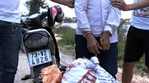 Quảng Bình: Bắt đối tượng vận chuyển gần 50kg thuốc bom đi tiêu thụ