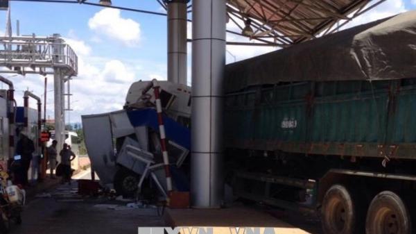 Quảng Bình: Xe container hỏng, trôi vào bốt gác khiến một Trung tá Biên phòng tử vong