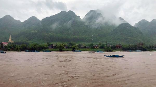 Tạm ngừng đón khách du lịch tại khu vực Phong Nha-Kẻ Bàng do nước sông dâng cao