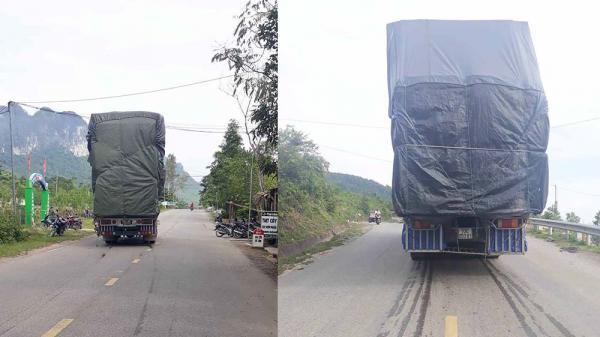 Quảng Bình: Hãi hùng cảnh xe tải chở quá khổ lắc lư vượt đèo trên QL 12C