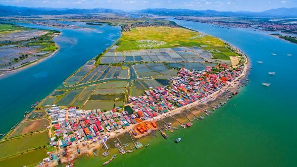 Ngắm dòng sông là biểu trưng địa lý của Quảng Bình