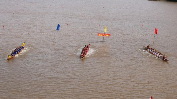 Nhộn nhịp không khí đua thuyền truyền thống trên sông Gianh