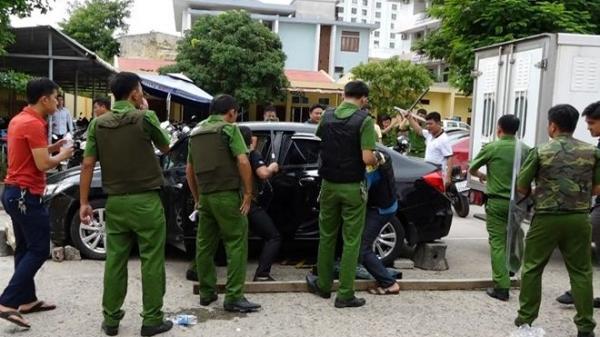 Quảng Bình: Lao ô tô vào trụ sở công an, cầm dao đòi chém cán bộ, chiến sĩ