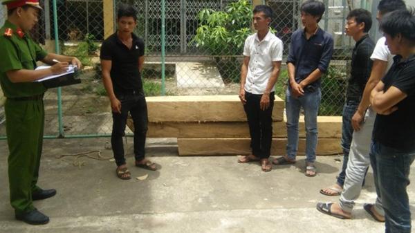 Quảng Bình: Bắt khẩn cấp nhóm đối tượng liều lĩnh vào cướp gỗ ở trạm bảo vệ rừng