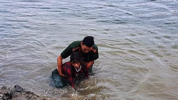 Quảng Bình: Công an lao xuống đập cứu sống người phụ nữ bị đuối nước