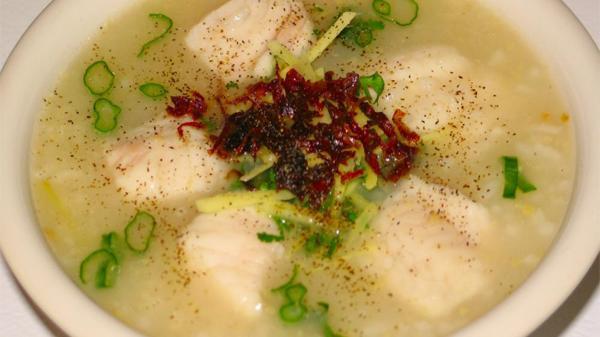 Nếu có dịp đi qua bạn hãy nhớ ghé lại Bàu Sen Lệ Thủy để thưởng thức các món ăn hương đồng gió nội