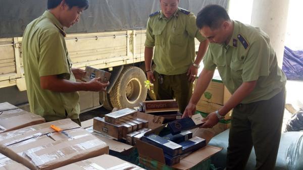 Quảng Bình: Bắt giữ xe ô tô vận chuyển hàng cấm số lượng lớn