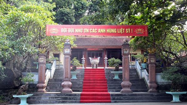 Đền thiêng trên đường 20 Quảng Bình