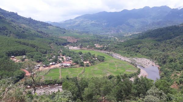 """Những đứa trẻ được cứu sống khỏi hủ tục 'mẹ ch.ết ch.ôn theo con"""" ở vùng biên giới phía tây tỉnh Quảng Bình"""