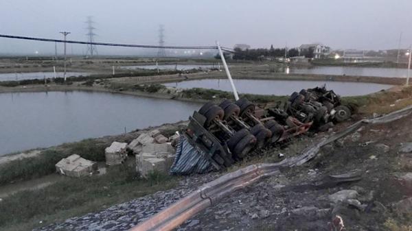 Quảng Bình: Hai xe container đấu đầu, giao thông trên quốc lộ bị tắc cục bộ hơn 2 giờ đồng hồ