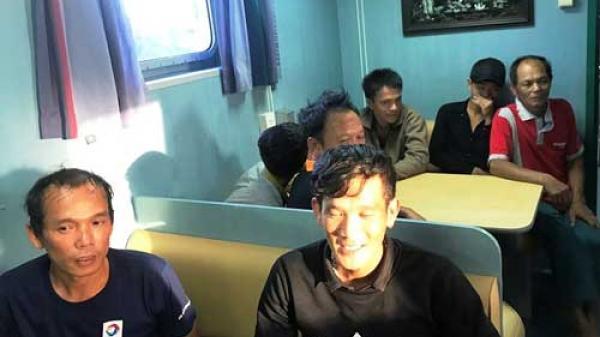 C.ứu 7 ngư dân Quảng Bình trôi dạt nhiều ngày trên biển