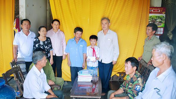 Hoàn cảnh th.ương t.âm của hai đứa trẻ m.ồ c.ôi ở Quảng Bình