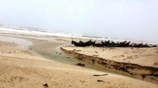 Phát hiện th.i th.ể bị m.ất đầu, c.ụt tứ chi trôi dạt vào bờ biển Quảng Bình