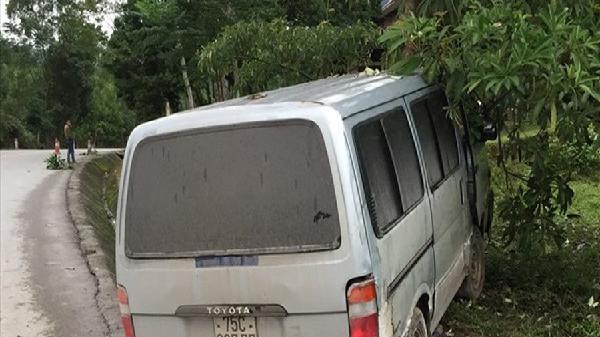 Quảng Bình: Lao xe ô tô vào xe kiểm lâm khi phát hiện chở gỗ lậu