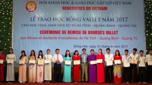 Trao 273 suất học bổng Vallet cho học sinh, sinh viên ưu tú