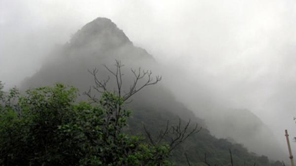 Đầu năm về Quảng Bình chiêm ngưỡng cảnh sắc nên thơ, trữ tình Trên Đỉnh Núi Thần Đinh