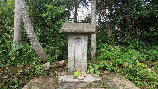 Tấm bia đá cổ răn dạy con cháu của vị quan thanh liêm ở Quảng Bình