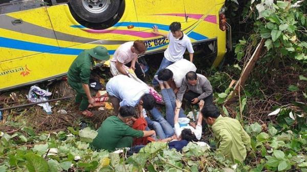 Xe khách rơi trên đèo Hải Vân, 21 sinh viên bị n,ạn