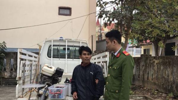 C,ông an thị trấn Quán Hàu, huyện Quảng Ninh b,ắt các đối tượng sử dụng xung kích điện đ,ánh b,ắt thủy sản trái phép