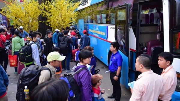 Chuyến xe nghĩa tình cho công nhân Quảng Bình về quê đón Tết