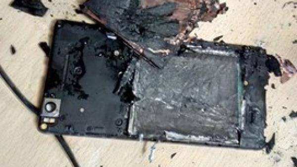 Dùng điện thoại đang sạc, nam thanh niên ở Nam Định bị n,ổ bay bàn tay