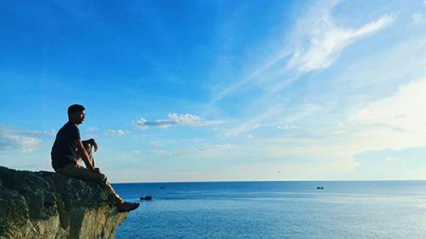 """Chỉ điểm """"mỏm đá sống ảo"""" nhìn ra biển cực hot ở Quảng Bình"""