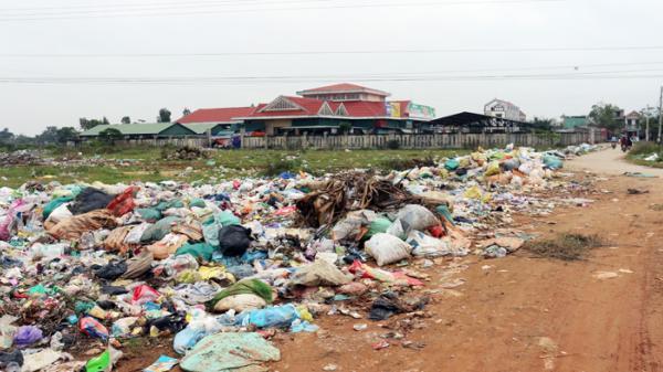 Xã Quảng Hòa (TX.Ba Đồn): Bao giờ rác thải thôi ứ đọng, vung vãi tràn lan?!