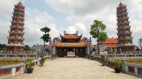 Những điểm đến linh thiêng để cầu bình an đầu Xuân năm mới ở Quảng Bình