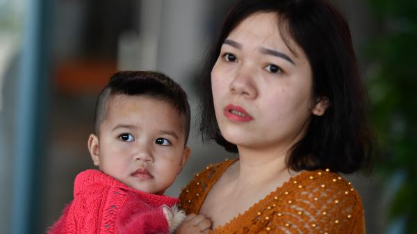 Cận cảnh ca mổ chữa điếc bẩm sinh 500 triệu đồng cho bé 27 tháng tuổi ở Quảng Bình