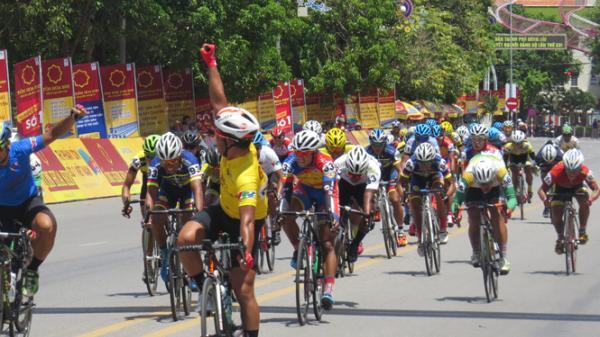 Đón đoàn đua xe đạp quốc tế VTV Cúp Tôn Hoa Sen 2017