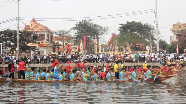 Sôi nổi xem hội đua thuyền ở Lý Hòa