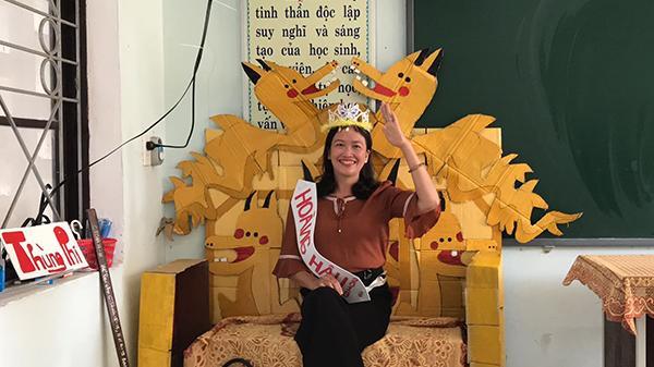 Học sinh Quảng Bình chế ghế giáo viên thành 'ngai vàng'