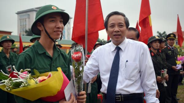 Quảng Bình long trọng tổ chức lễ giao, nhận quân năm 2019