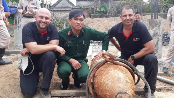 Chuyên gia Australia kể chuyện tháo b om khủng ở Quảng Bình