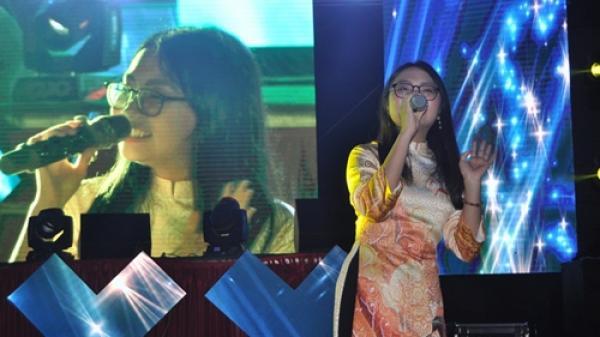 Châu Khải Phong, Phương Mỹ Chi xúc động tham gia đêm chia tay ca sĩ Jay Hoo người Quảng Bình