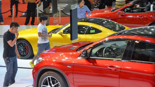 Ô tô 400 triệu dồn dập đổ về: Ngóng giá sẽ còn rẻ nữa