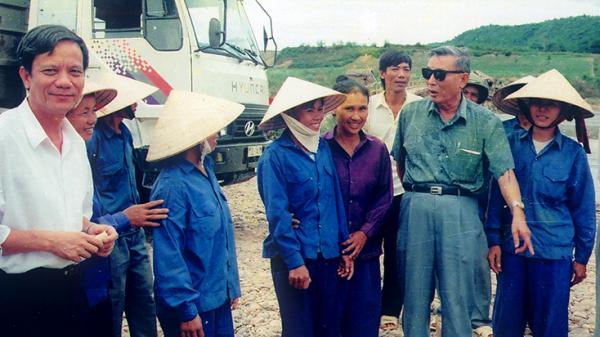 Trung tướng Đồng Sỹ Nguyên với quê nhà
