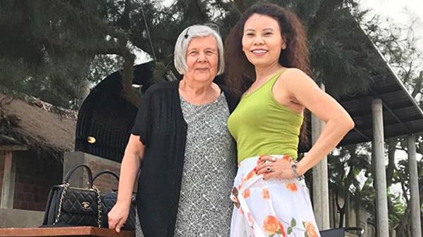 Hồ Ngọc Hà mời bố mẹ Kim Lý về thăm quê hương Quảng Bình