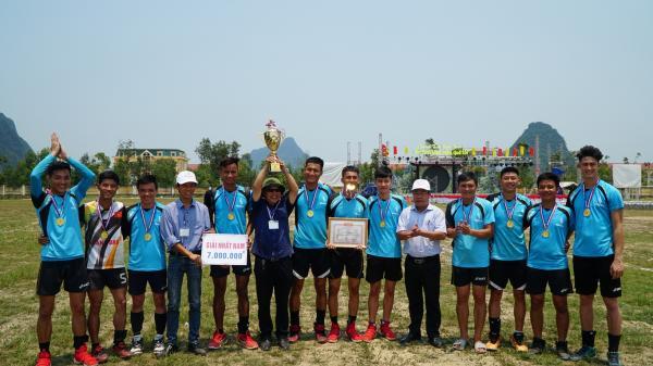 Đội bóng chuyền Bệnh viện đa khoa Minh Hóa lần thứ 4 liên tiếp đoạt cúp