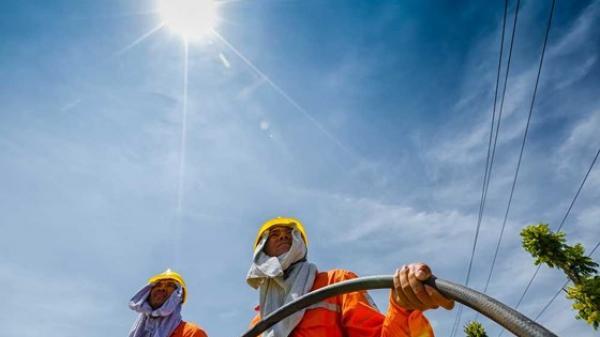 Trời nắng nóng 40°C, chuyên gia cảnh báo hạn chế ra đường, phòng s ốc nhiệt