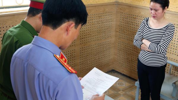 Quảng Bình: Khởi tố t ú bà môi giới mại d âm cho dân bay lắc tại khách sạn
